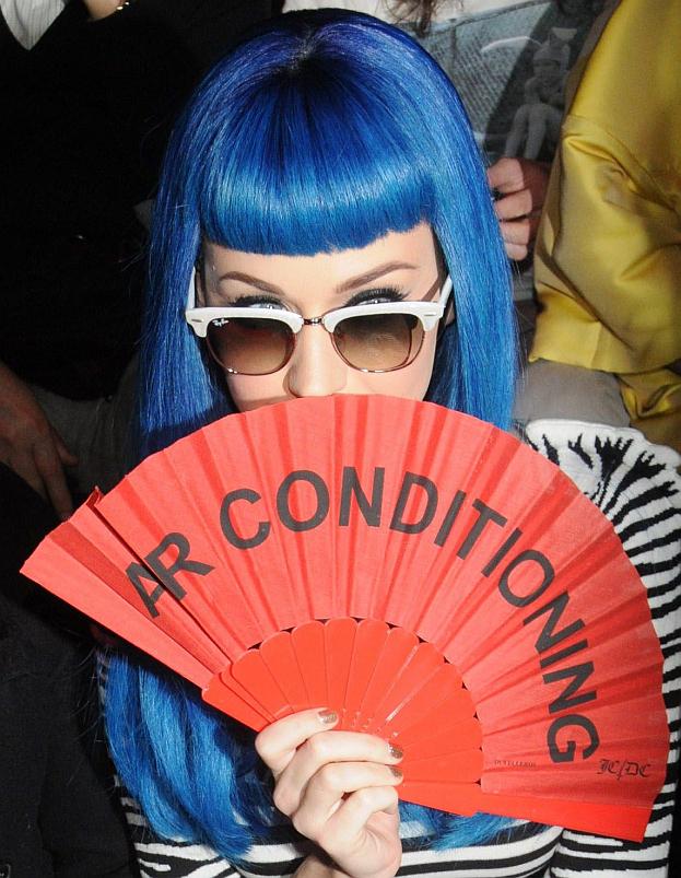 Niebieskie włosy Katy Perry...